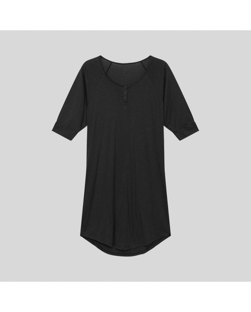 Knee long nightgown in black. Three chest buttons and 2/3 sleeves. Organic pima cotton.